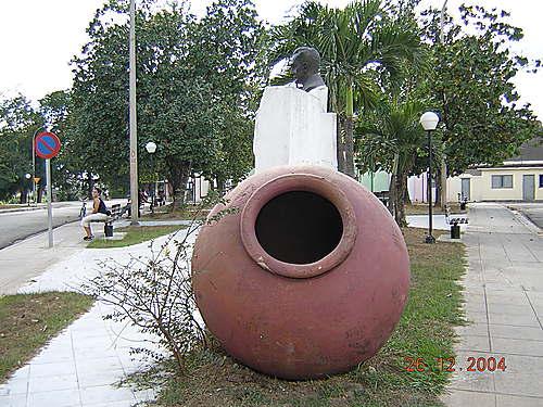 www.panoramio.com  El tinajón es sinónimo de lo camagüeyano, es entidad representativa del ámbito local, decir tinajón, es decir Camagüey- Guaty Marrero