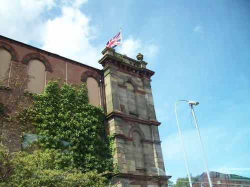 Foto: Elsa Rodríguez edificio con la bandera de la Unión