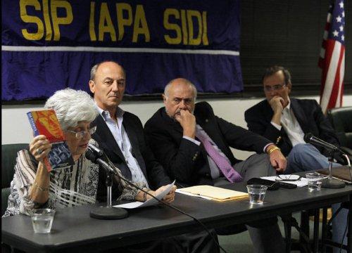 Lillian Castañeda, Ricardo Trotti, Julio Muñoz y Carlos Alberto Montaner, en la sede de la Sociedad Interamericana de Prensa (SIP) en Miami. PEDRO PORTAL / El Nuevo Herald Read more here: http://www.elnuevoherald.com/2013/11/13/1613170/en-la-sip-la-libertad-de-prensa.html#storylink=cpy