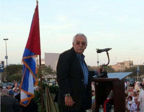 El presidente del Memorial Cubano, Inc. Francisco (Frank) García  mientras hacía uso de la palabra.