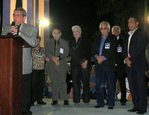 De izquierda a derecha, el Vicepresidente Renato Gómez, la miembro  Marta Carrera, el Tesorero Eddy Carrera, la miembro Irma García,  el Presidente Francisco (Frank) García, el miembro Emilio Subil  y el Ex-Comisionado Joe Martínez