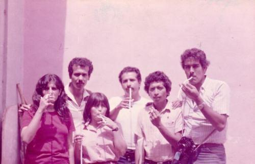 Grupo de estudiantes en una tabacalera en La Habana (Cuba), en el año 1987. Israel Silva (segundo izq.) y Nicolás Maduro (derecha).