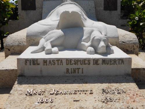 tumba-de-mrs-jeannette-y-su-perro-rinti-2