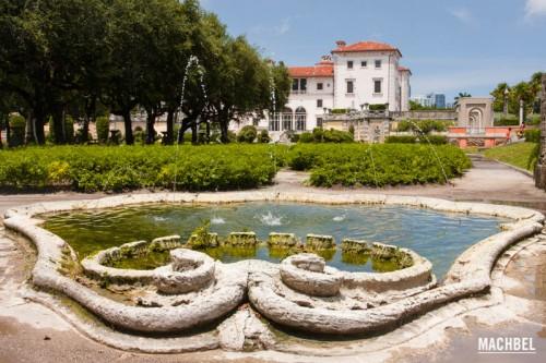 Fuente y mansión Villa Vizcaya