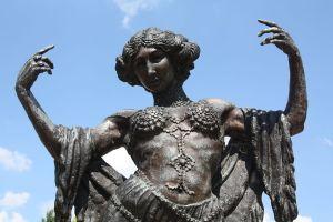 Monumento a La Bella otero en Valga. Author Foto- P.Lameiro