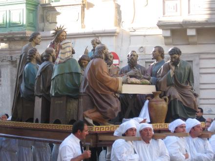 La Última Cena representada en intarsio o taracea de pietre dure (arte lapidario u opus sectile). Capilla de la Villa Melzi (siglo XIX).