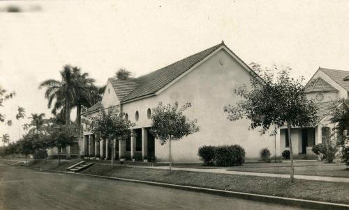 El cine, detrás la sacristía Foto de archivo Cjaronu